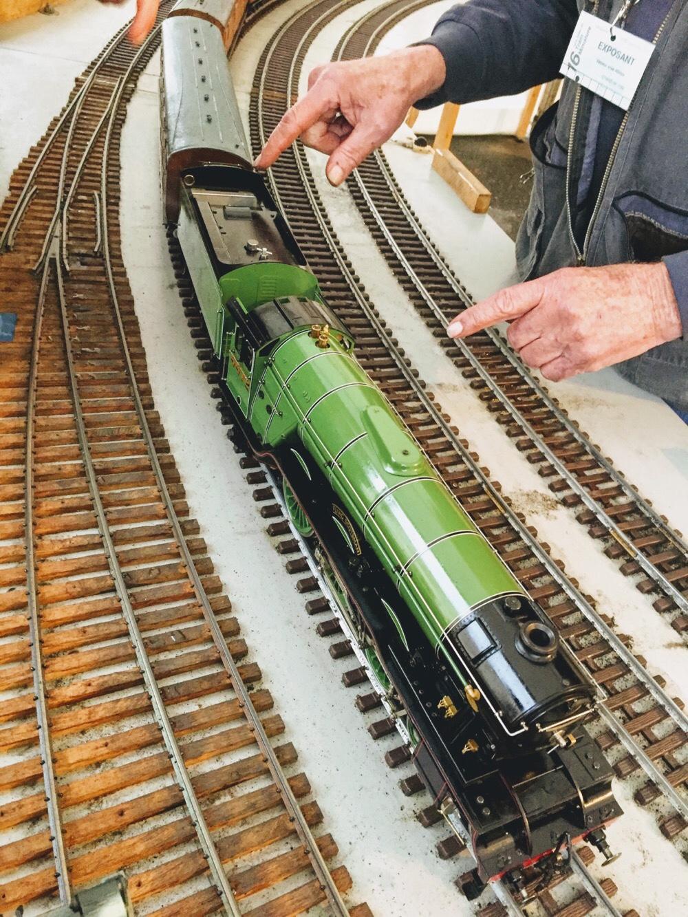 Démonstration d'une locomotive vapeur miniature