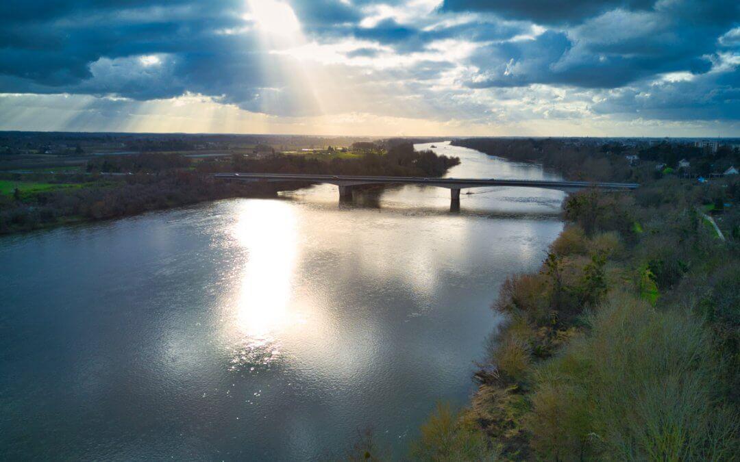 Pont de l'A73 vu du ciel – La Chapelle-Saint-Mesmin