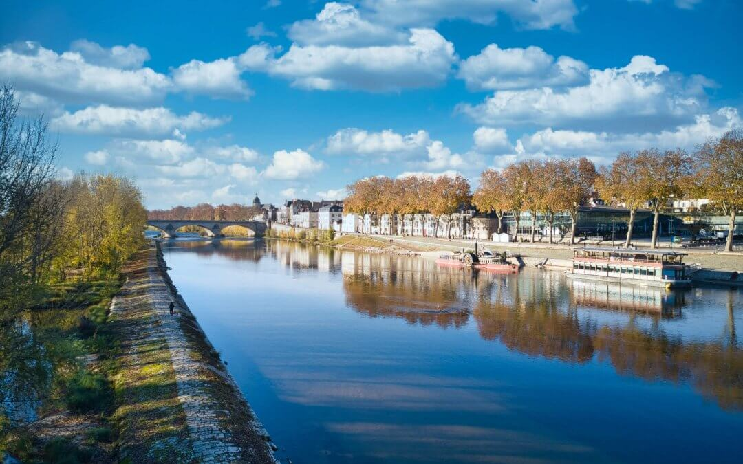 Quai du châtelet vu de la Loire